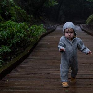 Bebé andando sin tacatá