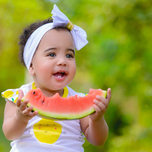 bebé comiendo blw