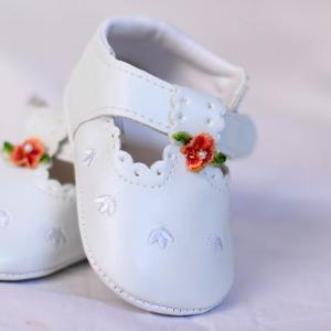 Zapatos para un bebé que gatea
