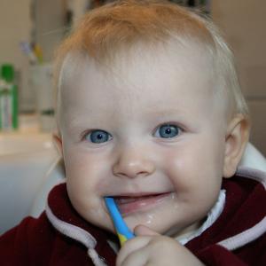 Cepillado de dientes en bebés